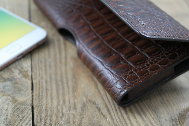 APEE leather handmade ~ mobile phone holster ~ horizontal magnetic buckle ~ crocodile skin black brown