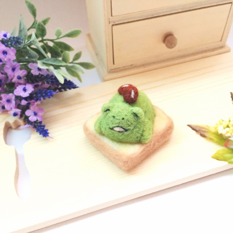 Wool felt paralysis toast _ matcha red bean frog paralysis Uji gold frog matcha toast