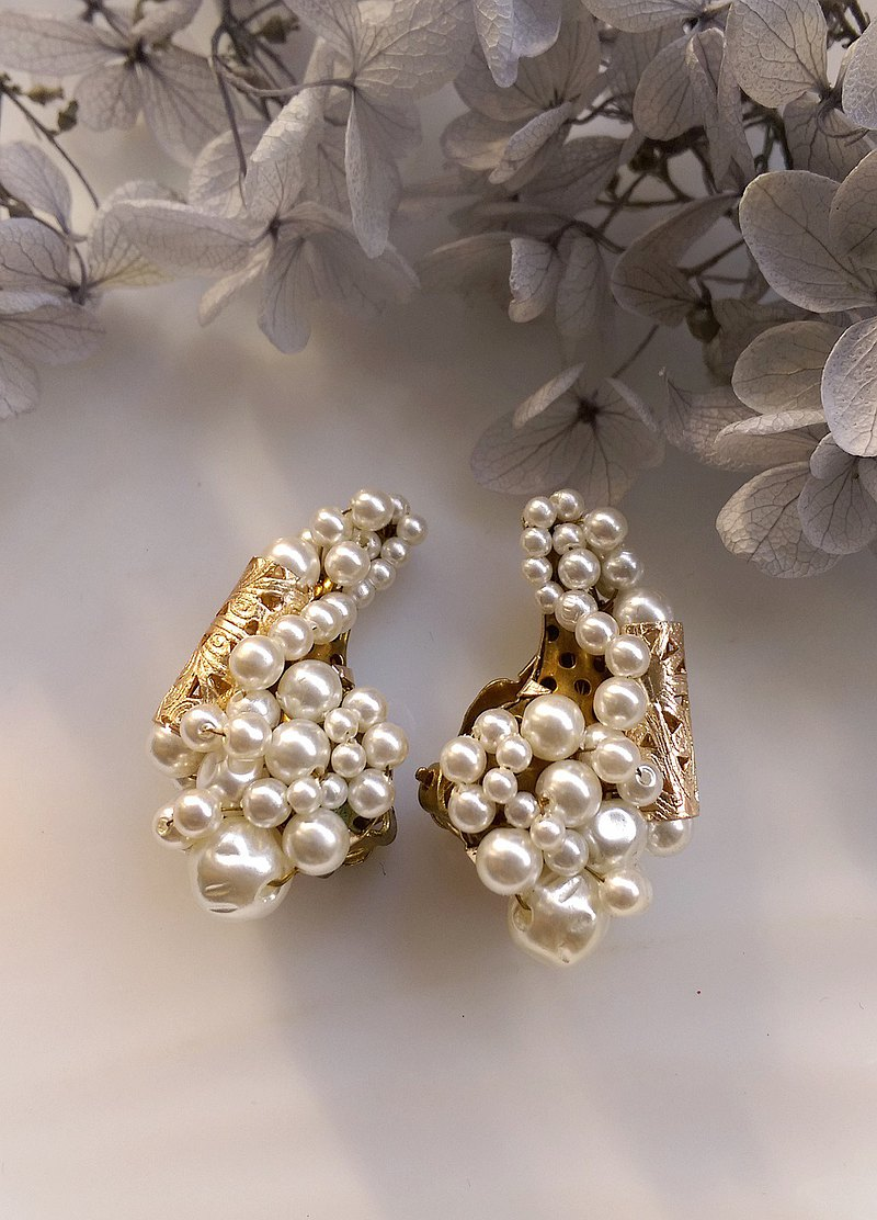 Western antique ornaments. Japanese Pearl White Bead Flower Clip Earrings