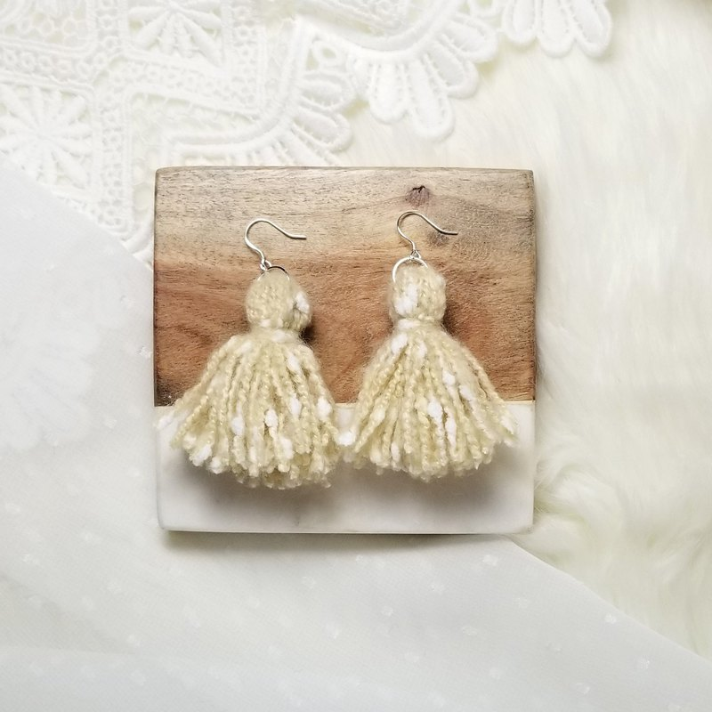 Mixed knit fringes earring (Khaki/White Neps)
