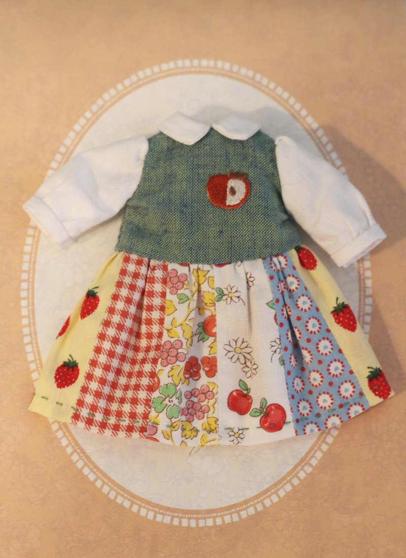 Holala, L Lika, Bob size handmade Japanese cloth stitching baby dress (green red apple)