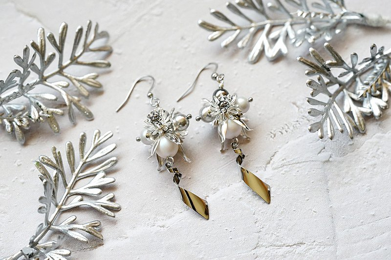Hydrangea Gold and Silver - Crystal Flower Ball Earrings