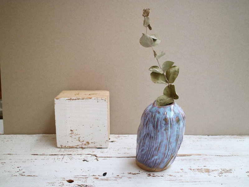 The third floor hand-made pottery long pattern flower / vase