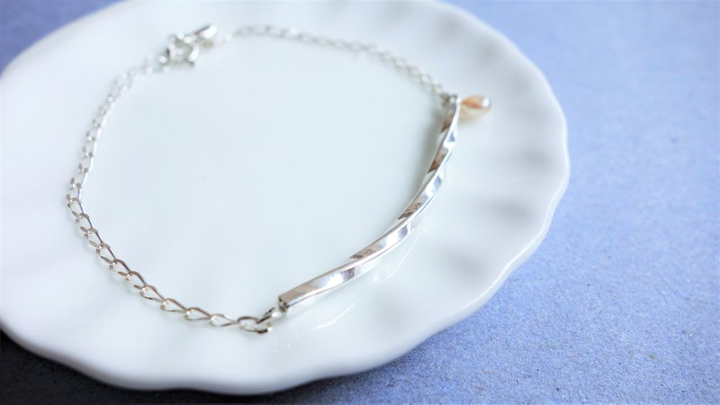 925 sterling silver pearl knocking/twisting fine bracelet