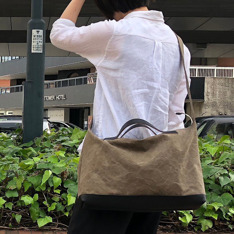 nomad · Olive tannin dye canvas × leather shoulder bag