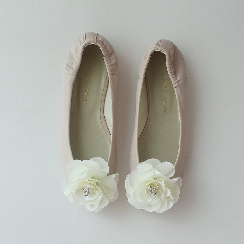 Decorative ivory flower Bridal Shoe Clips  for Wedding Party
