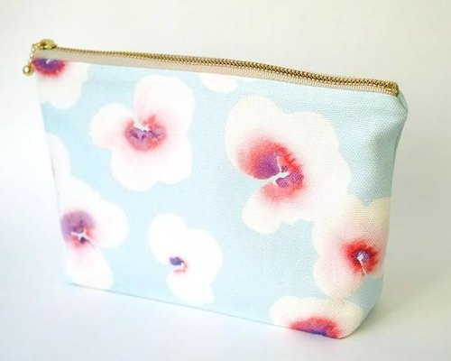 "Handmade accessories pouch of ""floating flower"" original pattern"