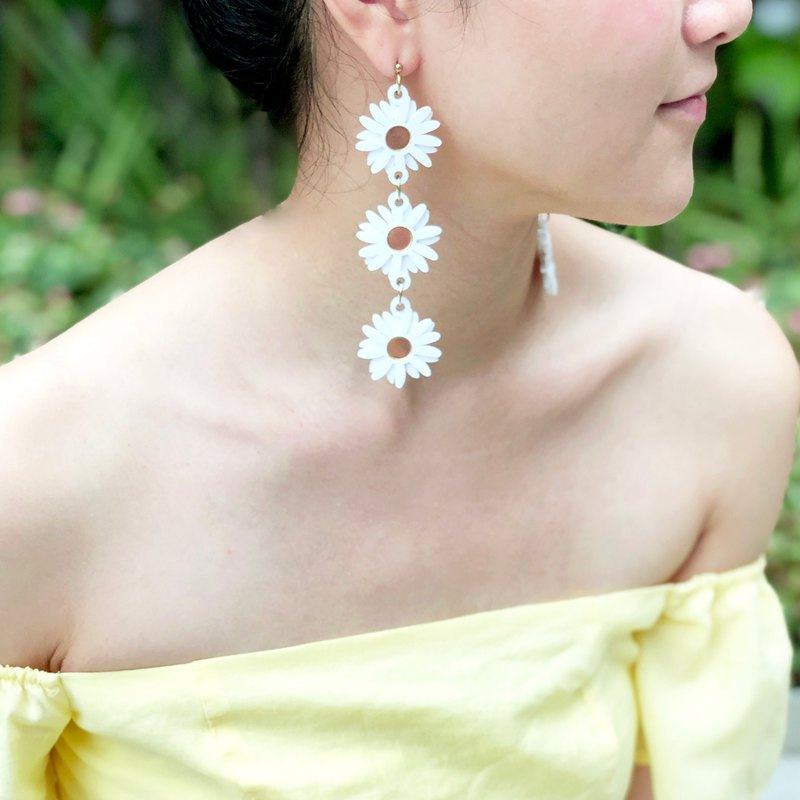 3 Daisy Earrings
