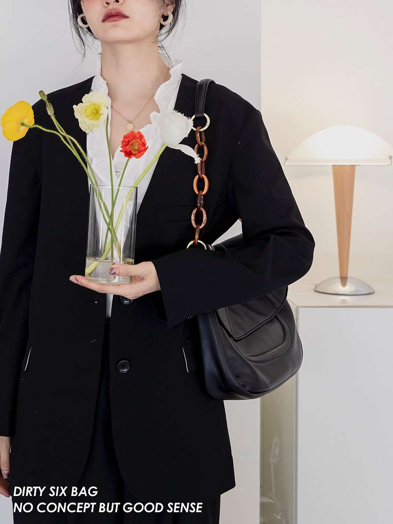 黑色 琥珀太妃 2色入 亞克力裝飾 軟皮大容量包包 翻蓋單肩斜背包