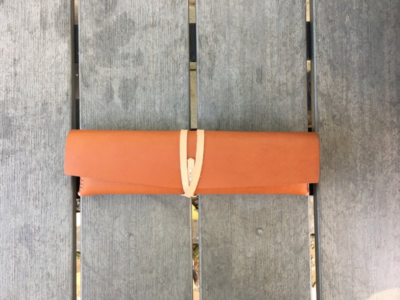 Handmade / vegetable tanned pencil case / caramel
