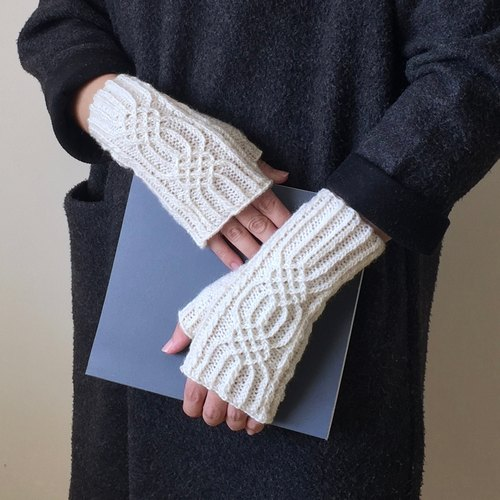 Xiao fabric - hand-knit wool three-dimensional pattern mitts - knot (white / spot)