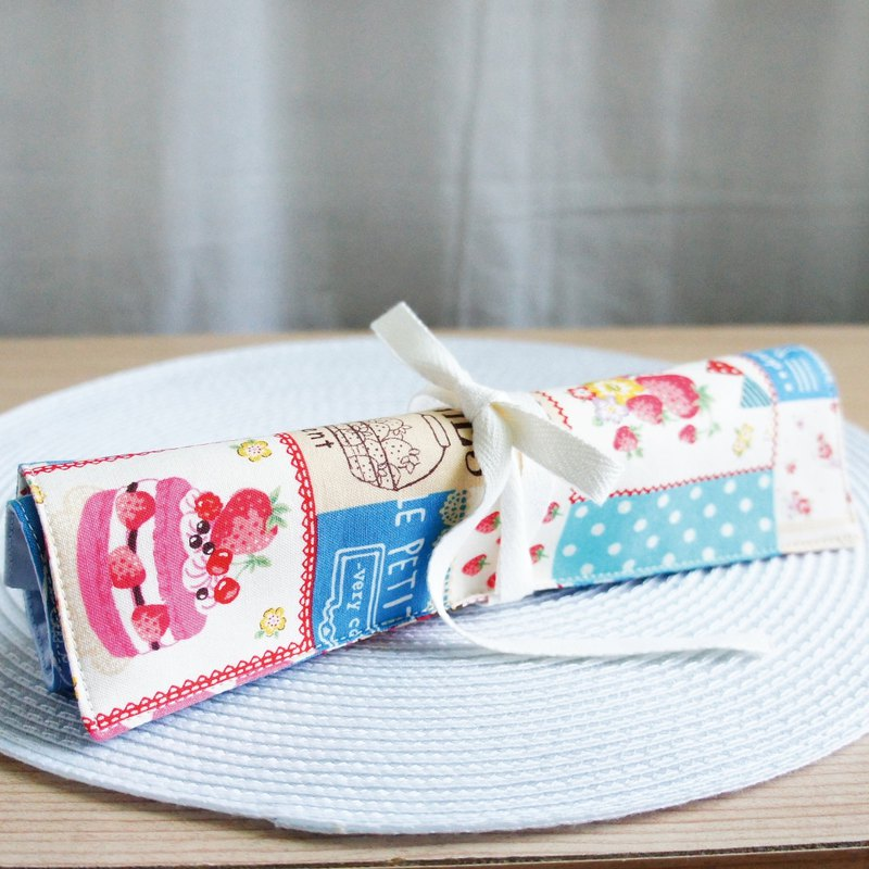 Lovely (Japanese cloth) strawberry season, strawberry cake big flower reel cutlery bag, tool bag, blue