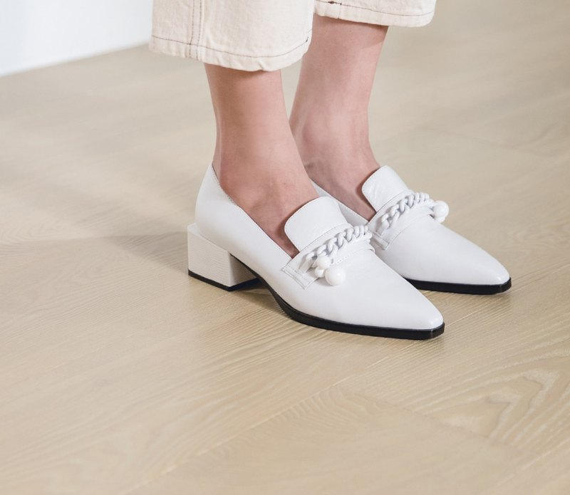 Small ball chain shape leather thick heel shoes white