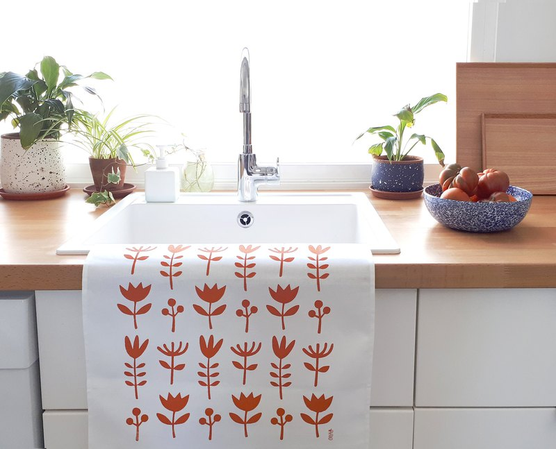 Tea towel Wild Flowers made of screenprinted cotton. Cheer up your home!
