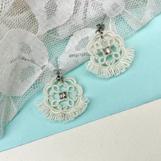 tatted lace tassel earrings(color) / gift / lovely style / Clip-ons