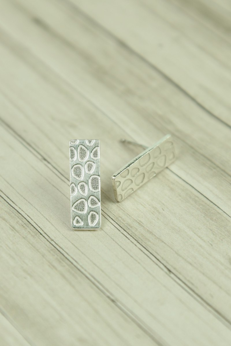 Statelywork old house series - cobblestone rectangular earrings - silver