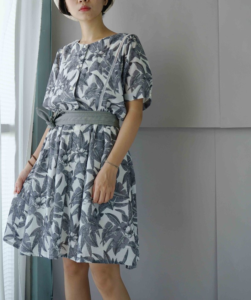Treasure Hunting - Gray White Floral Vintage Dress
