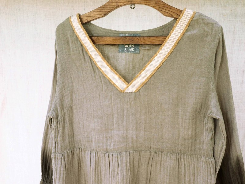 The handloom strap V neck blouse: gray