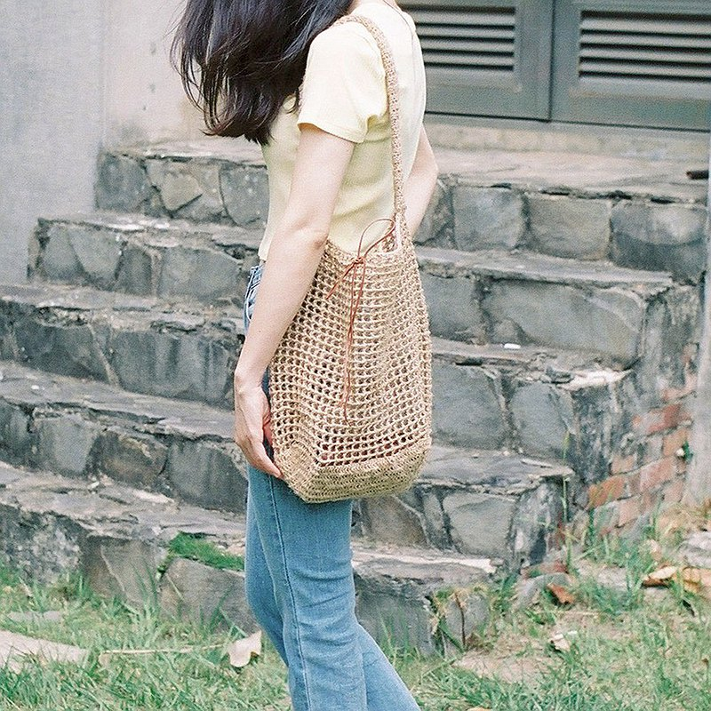 Bow side backpack with ribbon / primary hemp braid /