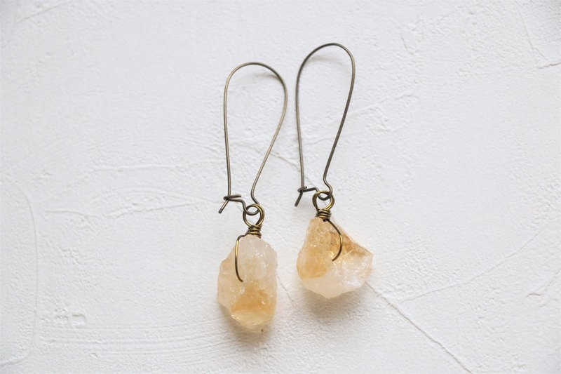 Raw citrine dangle earrings - antique brass plated earrings