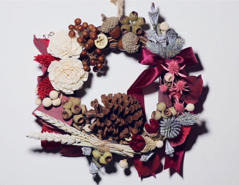 Christmas Wreath / Christmas Gift / Christmas / Exchange Gift / Dry Flower / Pine Cone