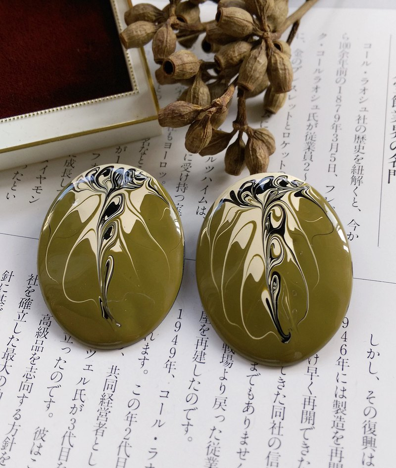 [Western antique jewelry / old age] 1970s matcha latte pull flower earrings