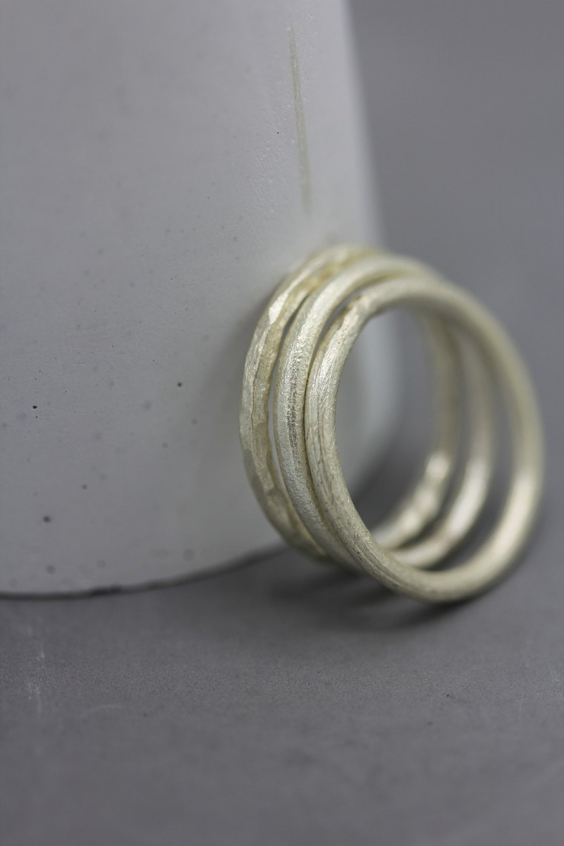 Handmade silver stackable rings with plain and hammered surface - set of 3 rings