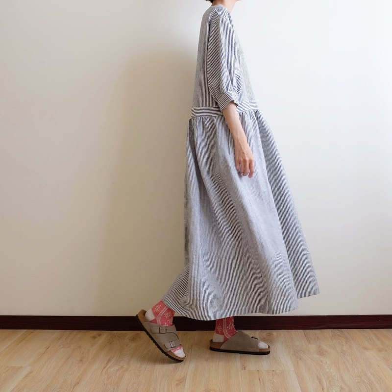 Daily hand-made clothes, walking garden, dark gray, thin strips, seven points, fluffy sleeves, long dress, washed linen
