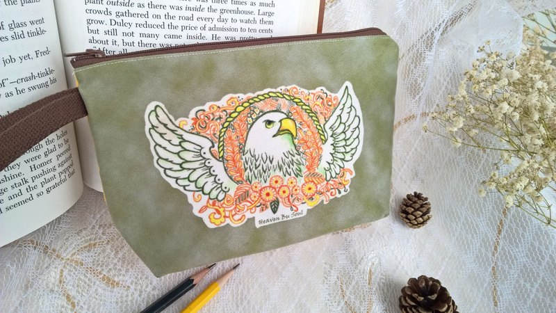 <Animals in the Secret Land> The gaze of an eagle Clutch / Pouch