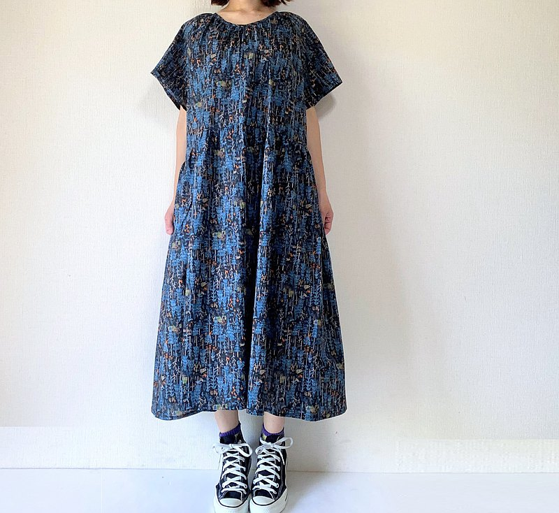 Deep woods pattern one-piece dress raglan sleeve navyblue