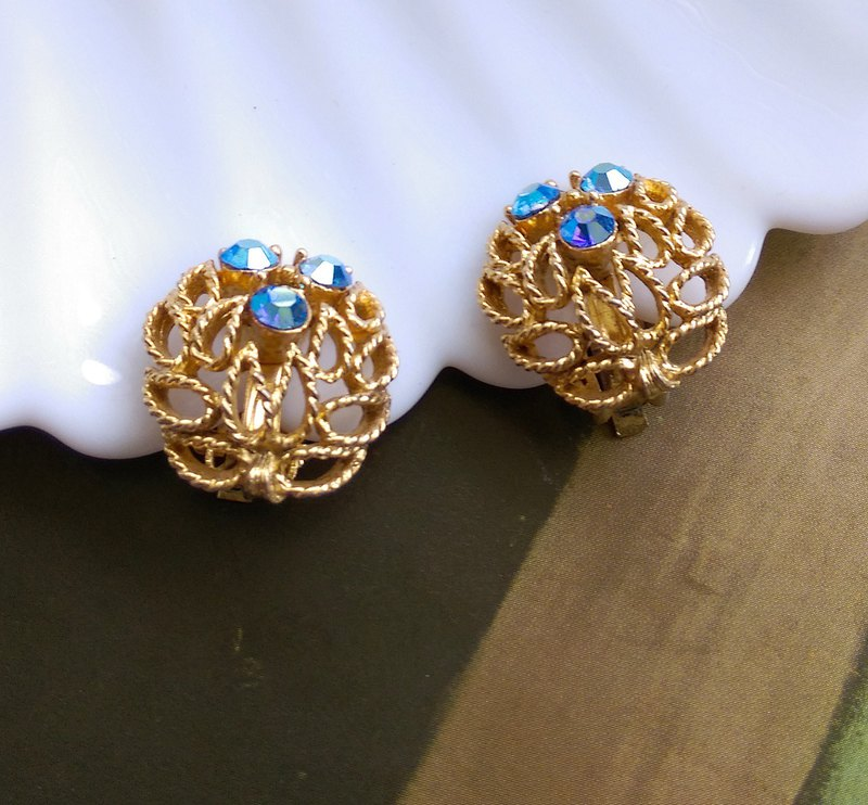 [Western Antique Jewelry / Old Age] LISNER Openwork Neon Blue Rhine Elegant Clip Earrings