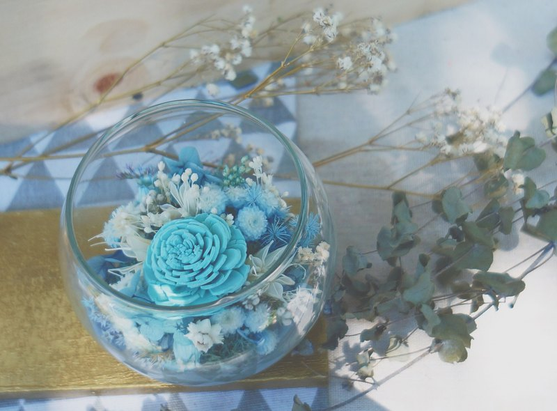 Amor Floral-Blue Coral Sea Rose / Dry Flower / Glass Table Flower Pot /