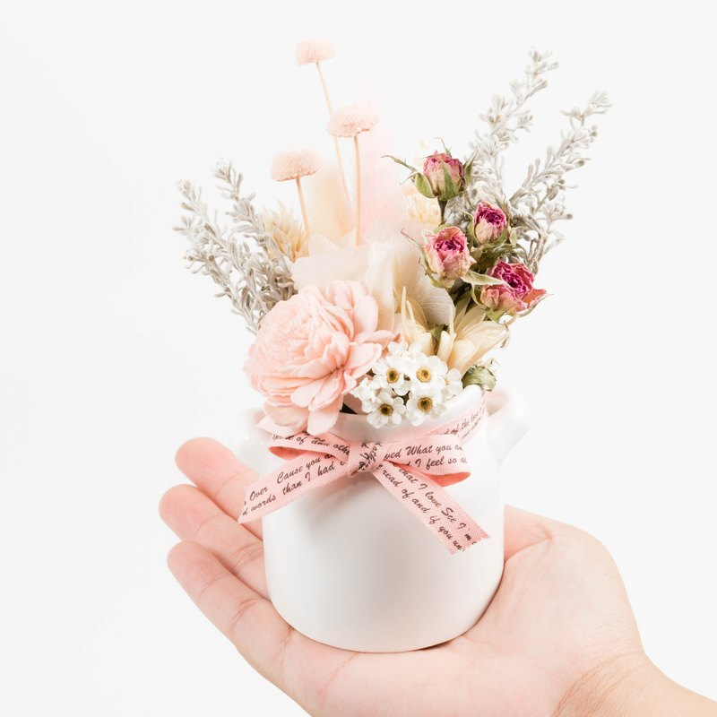 Kinki hand for elegant ladies wind lovely woman Limited dried flowers Preserved flowers small potted plants