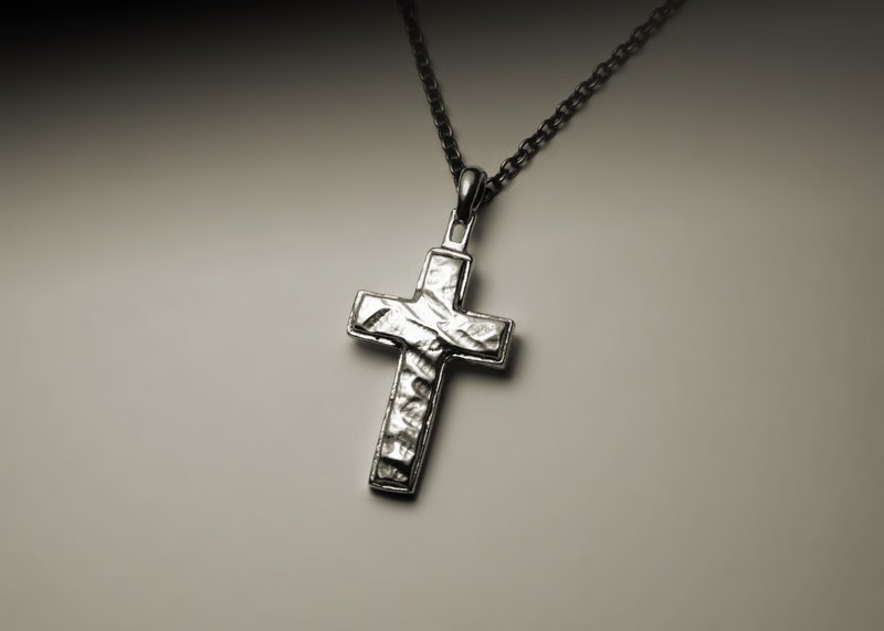 Irregular face cross necklace