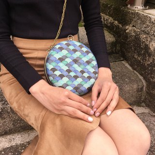 Gradual blue fan small round bag - can be held / oblique back dual purpose