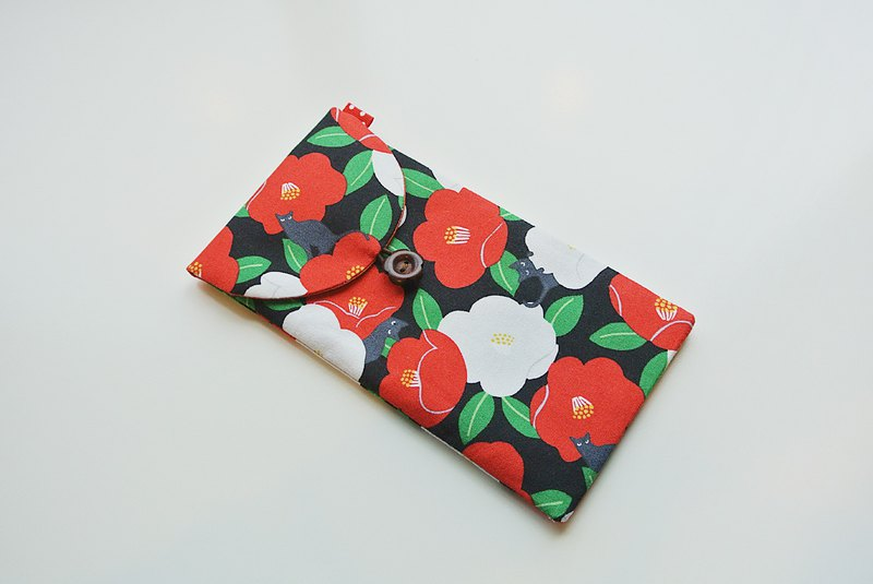 Camellia, black ash, cat cloth, red bag