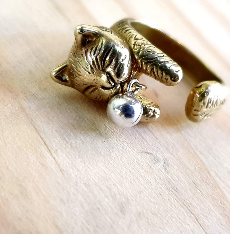 M24 - Brass Ring - Cat Model - Royal Craftsman's Exclusive Knitting - Custom Knocking - Manual DIY