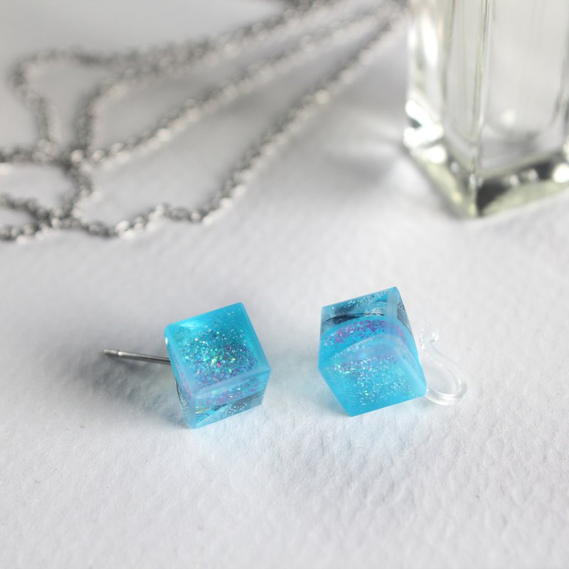 Magic City Blue / ICE CUBE resin earrings - Single