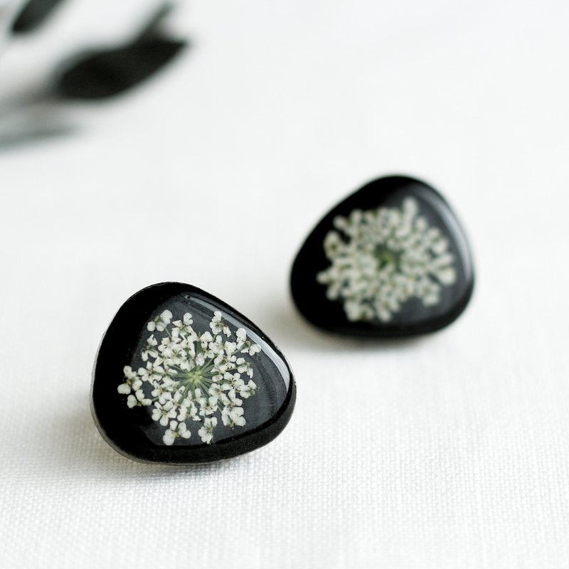 Mino tile and lace flower earrings / earrings