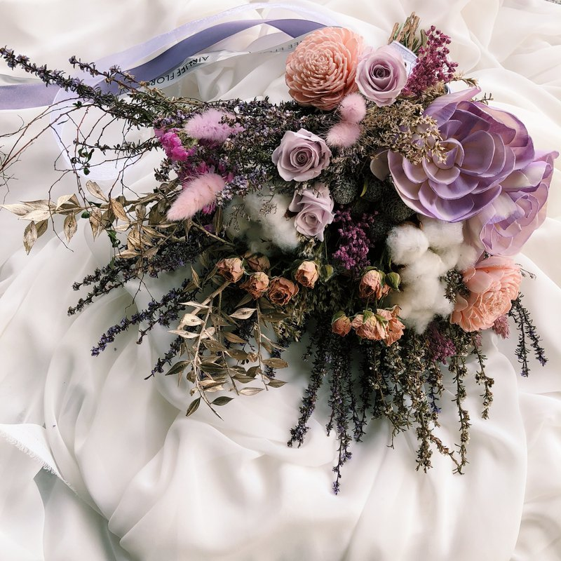 Lavender beautiful wind of dry hand holding flowers