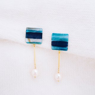 Mystery - Square deep blue gradient pearl earrings