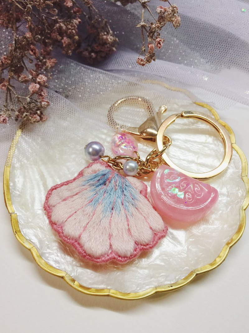 The sound of the sea - cherry blossom powder shell hand embroidery (bag charm / key ring)