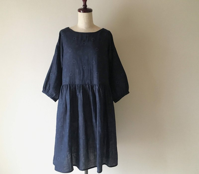 Dandelion and soap bubble three-quarter sleeve gather dress dress double gauze dark navy
