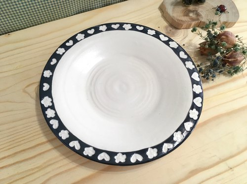 Love flowers - pottery tray (black)
