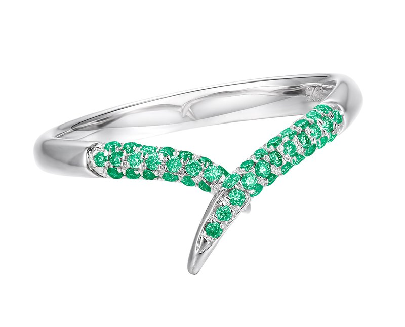 Emerald ring in 14k white gold engagement ring. Alternative emerald wedding band