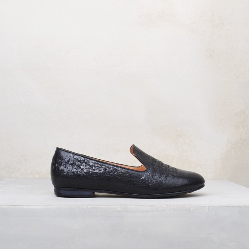 6602 black leather hand-woven flats