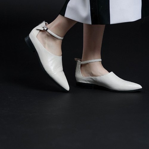 Fancy digging thin band around the ankle leather pointed shoes lizard pattern white