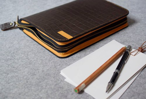 YOURS zipper loose-leaf notebook A5size coffee crocodile pattern + egg yolk leather