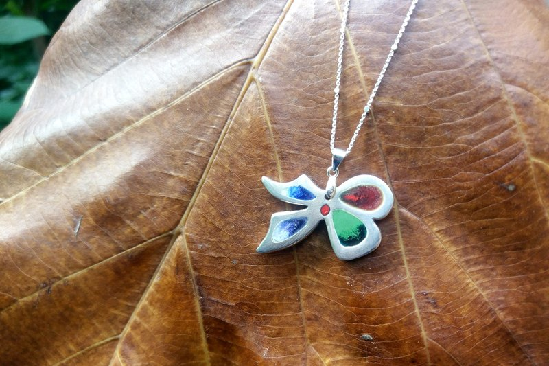 Bow enamel necklace