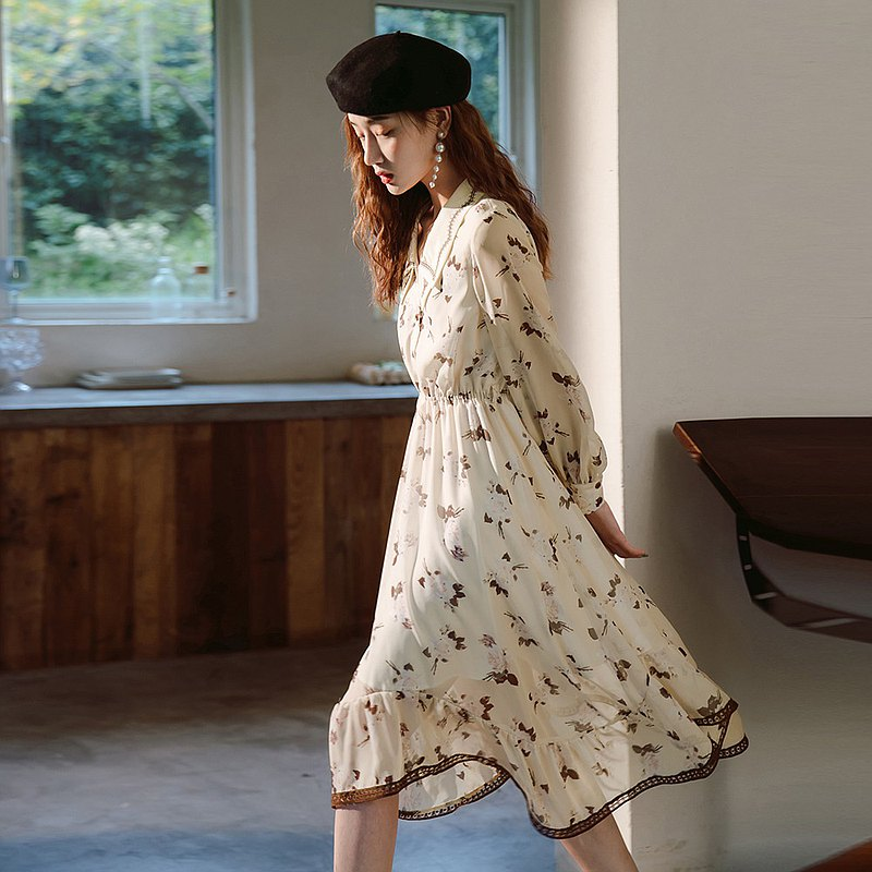 Long-sleeved floral dress female spring and autumn 2020 embroidered doll collar scheming design chiffon skirt dress
